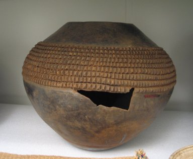 Nan Foma (Zulu). Ukhamba Beer Storage Pot, mid 20th century. Terracotta, H: 12 1/2 in. (31.8 cm). Brooklyn Museum, Anonymous gift, 1997.103.3. Creative Commons-BY