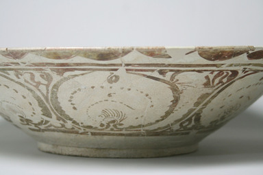 Basin with painted figures and scripts, early 13th century. Ceramic lustreware, 4 5/8 x 18 1/8 in. (11.7 x 46 cm). Brooklyn Museum, Gift of Mr. and Mrs. Paul E. Manheim, 1998.77.1. Creative Commons-BY