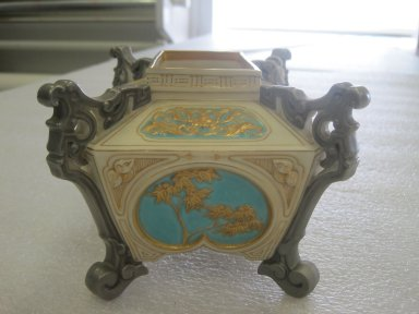 Worcester Royal Porcelain Co. (founded 1751). Jardiniere, 1876. Porcelain, 4 1/8 x 6 x 4 7/8 in. (10.5 x 15.3 x 12.4 cm). Brooklyn Museum, Gift of the Estate of Harold S. Keller, 1999.152.192. Creative Commons-BY