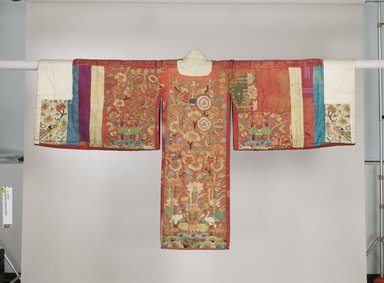 Bride's Robe (Hwalot), 19th-early 20th century. Embroidered silk panels, gold thread, paper lining, 17 5/16 x 51 in. (44 x 129.5 cm). Brooklyn Museum, Museum Collection Fund, 20.967. Creative Commons-BY
