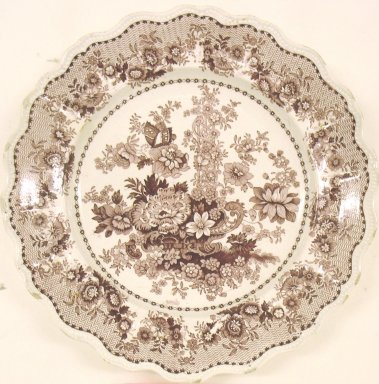 Plate, Tuscan Rose Pattern, ca. 1840. Glazed earthenware, height: 1 in. (2.5 cm); diameter: 9 in. (22.9 cm). Brooklyn Museum, Gift of Paul F. Walter, 2001.55.20. Creative Commons-BY