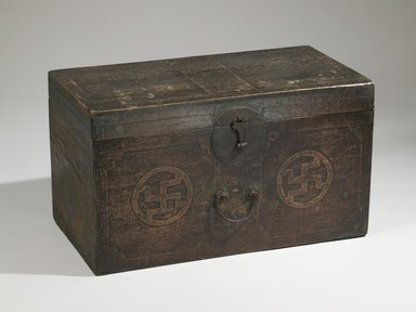 Chest or Trunk, early 20th century. Wood with paper, lacquer and iron mounts, 15 3/8 x 27 3/8 x 14 5/16 in. (39 x 69.5 x 36.3 cm). Brooklyn Museum, Gift of Dr. Alvin E. Friedman-Kien, 2002.119.14. Creative Commons-BY