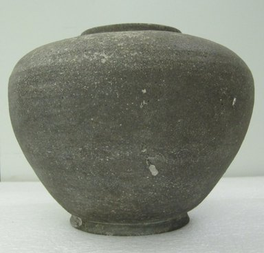 Jar with Lid, 5th-7th century. Stoneware with natural ash glaze, 8 1/8 x 9 1/16 in. (20.7 x 23 cm). Brooklyn Museum, The Peggy N. and Roger G. Gerry Collection, 2004.28.233a-b. Creative Commons-BY