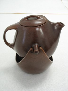 Ben Seibel (American, 1918-1985). Tea Pot and Lid on Stand, 1952-1954. Glazed stoneware, 12 x 11 x 10 1/2 in. (30.5 x 27.9 x 26.7 cm). Brooklyn Museum, Gift of Paul F. Walter, 2007.62.22a-c. Creative Commons-BY