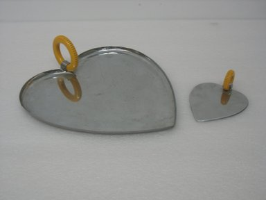 "Chase Brass & Copper Co., Inc. (founded 1876-present). ""Valentine Serving Set"" Scoop, Model No. 90094, ca. 1935. Chromed metal, plastic, 1 3/8 x 3 15/16 x 5 1/8 in. (3.5 x 10.0 x 13.0 cm). Brooklyn Museum, Gift of Arnold Lehman, 2011.15.6. Creative Commons-BY"