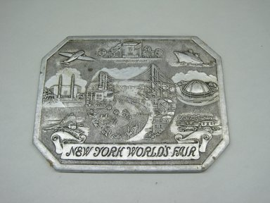 "Sayford Company. ""Hot Plate, New York World's Fair,"" ca. 1939. Metallic paper, other paper, 1/4 x 8 1/8 x 6 in. (0.6 x 20.6 x 15.2 cm). Brooklyn Museum, Gift of Linda S. Ferber, 2011.43.1. Creative Commons-BY"