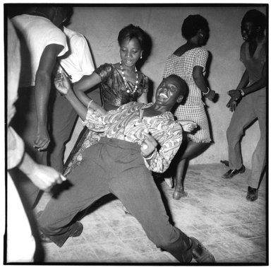 Malick Sidibé. Regardez-moi, 1962/2011. Gelatin silver photograph