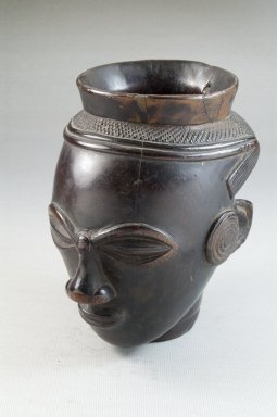 Kuba. Palm Wine Cup in the Form of a Head (Mbwoongntey), early 20th century. Wood, 4 15/16 x 2 7/8 in. (12.5 x 7.3 cm). Brooklyn Museum, Museum Expedition 1922, Robert B. Woodward Memorial Fund, 22.125. Creative Commons-BY