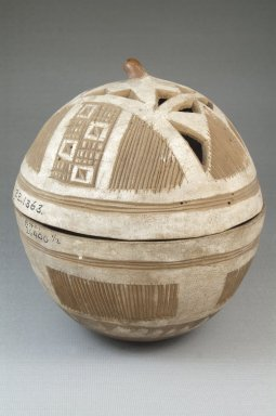 Covered Bowl, before 1922. Gourd, height: 5 7/8 in. (15 cm); diameter: 5 7/16 in. (13.8 cm). Brooklyn Museum, Museum Expedition 1922, Robert B. Woodward Memorial Fund, 22.1363. Creative Commons-BY