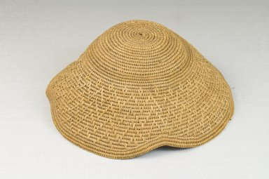 Kuba. Basketry Cap (Laket), late 19th-early 20th century. Raffia, height: 2 in. (5.1 cm); diameter: 5 1/2 in. (14 cm). Brooklyn Museum, Museum Expedition 1922, Robert B. Woodward Memorial Fund, 22.1625. Creative Commons-BY