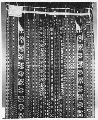 Slendang, ikat weave. Cotton, 25 3/16 x 83 7/8 in. (64 x 213 cm). Brooklyn Museum, A. Augustus Healy Fund, 31.2011. Creative Commons-BY