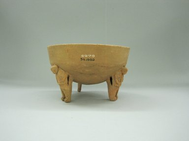 Tripod Bowl, 1000-1550. Ceramic, 4 1/2 x 7 1/8 x 7 in. (11.5 x 18.1 x 17.8 cm). Brooklyn Museum, Alfred W. Jenkins Fund, 34.1902. Creative Commons-BY