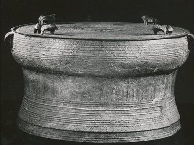 Drum. Bronze, Height with frog: 16 1/2 in. (41.9 cm). Brooklyn Museum, Brooklyn Museum Collection, 34.5992. Creative Commons-BY