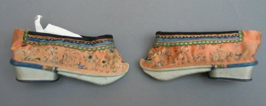 Pair of Women's Shoes, 19th century. Silk, Each: 2 3/8 x 5 1/2 in. (6 x 14 cm). Brooklyn Museum, Gift of Florence Harvey Linder, 38.650a-b. Creative Commons-BY
