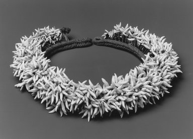 Kaimoko Family. Headdress (Peue 'Ei), 19th century. Porpoise teeth, glass beads, coir, diameter: 16 in. (40.6 cm). Brooklyn Museum, A. Augustus Healy Fund, 42.211.105. Creative Commons-BY
