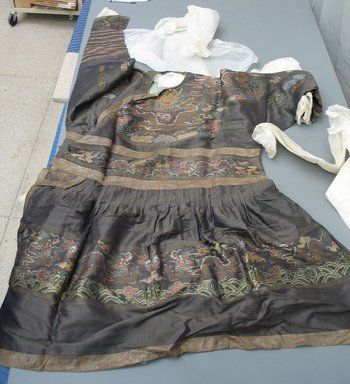 Imperial Robe, 1644-1912. silk, width includes sleeves: 89 3/4 x 55 1/8 in. (228 x 140 cm). Brooklyn Museum, Gift of C. F. Bieber, 42.35. Creative Commons-BY