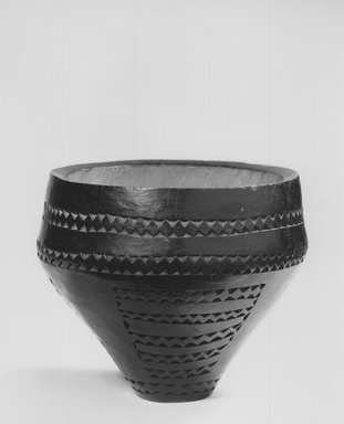 Bowl, late 19th or early 20th century. Wood, 4 1/2 x 5 1/2 in. (11.4 x 14.0 cm). Brooklyn Museum, Gift of Arthur Wiesenberger, 43.177.4. Creative Commons-BY