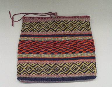 Hochunk (Native American). Bag, early 20th century. Wool, cotton, 44.5 x 48.3 cm / 17 1/2 x 19 in. Brooklyn Museum, By exchange, 46.100.31. Creative Commons-BY