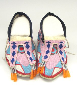 Brooklyn Museum: Pair of Men's Moccasins
