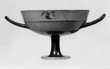 Kylix, 540-530 B.C.E. Pottery, painted, 3 15/16 x 5 11/16 in. (10 x 14.4 cm). Brooklyn Museum, Gift of Joseph V. Noble, 60.129.5. Creative Commons-BY
