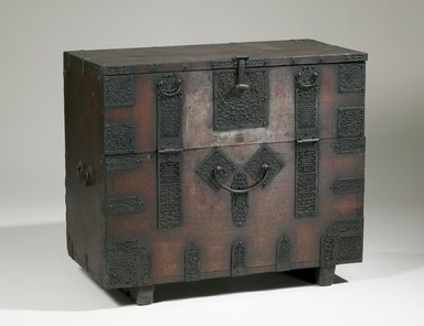 Chest, late 19th-early 20th century. Wood, metal plates, 27 15/16 x 33 1/2 x 16 1/16 in. (71 x 85.1 x 40.8 cm). Brooklyn Museum, Gift of Dr. Frederick Baekeland, 79.249.4. Creative Commons-BY