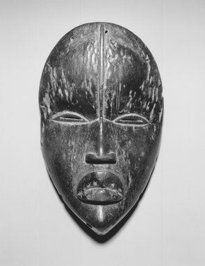 Dan. Dean Gle Mask, late 19th-early 20th century. Wood, pigment, 9 3/4 x 6 x 3 in. (24.8 x 15.2 x 7.6 cm). Brooklyn Museum, Gift of Evelyn K. Kossak, 80.244. Creative Commons-BY