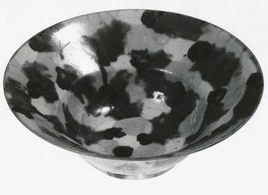 Bowl, 1662-1722. Porcelain with three-color (sancai) glaze, 2 11/16 x 7 5/16 in. (6.9 x 18.5 cm). Brooklyn Museum, Gift of Dr. John P. Lyden, 80.275.8. Creative Commons-BY