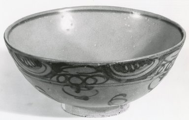 Bowl, 1368-1644. Stoneware, Swatow ware Brooklyn Museum, Gift of Dr. and Mrs. Jerome Krieger, 83.187.4. Creative Commons-BY