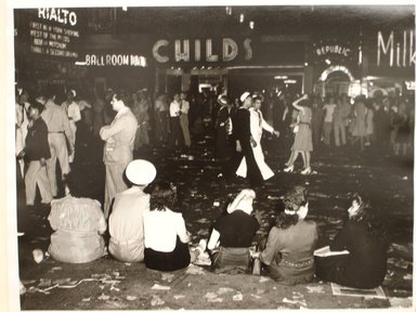 Arthur Leipzig (American, 1918-2014). V.E. Day, Times Square. Gelatin silver photograph Brooklyn Museum, Gift of the artist, 86.152.11. © Arthur Leipzig