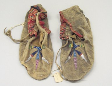 Plains (Native American). Moccasins, ca. 1880. Hide, cotton cloth, beads Brooklyn Museum, Brooklyn Museum Collection, X1126.7a-b. Creative Commons-BY