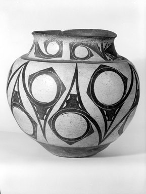 She-we-na (Zuni Pueblo) (Native American). Large Storage Jar, late 19th-early 20th century. Clay, slip, 12 x 13 x 13in. (30.5 x 33 x 33cm). Brooklyn Museum, Brooklyn Museum Collection, X949.2. Creative Commons-BY