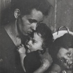 [Untitled] (Mother with Children, New York)
