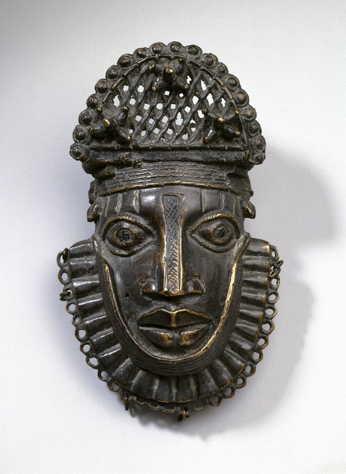 Brooklyn Museum: Hip Ornament with Human Face (Uhunmwun-ekue)