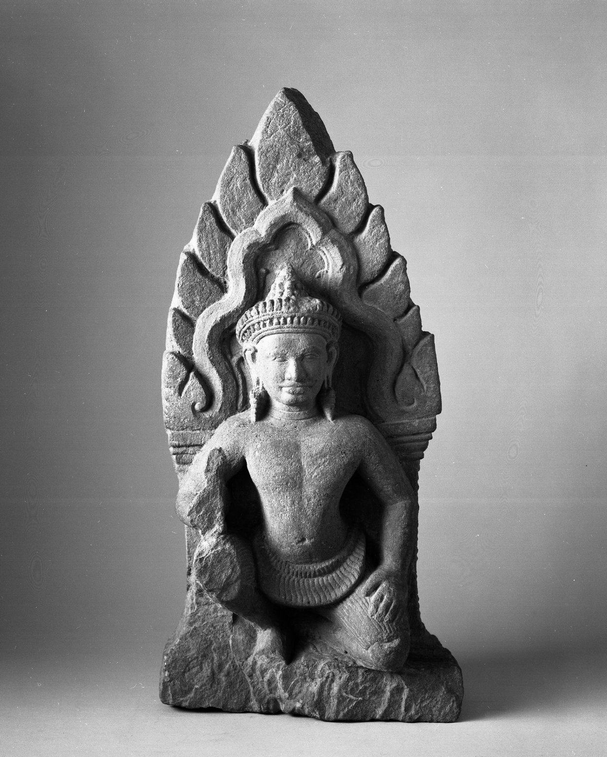 Brooklyn Museum: Kneeling Attendant Figure