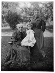 Alfred Stieglitz (American, 1864-1946). Mrs. Hermann, Ruth Schram and Mrs. Schram, ca. 1895. Platinum print on photographic paper, 7 15/16 x 6 in. Brooklyn Museum, Purchased with funds given in memory of Barbara Sinclair LaSalle, Museum Registrar 1963-1989, 1989.167.1. © artist or artist's estate