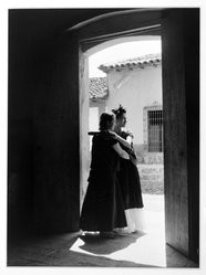 Lola Alvarez Bravo (Mexican, 1907-1993). La Visitación (The Visitation), ca.1934, printed 1971. Gelatin silver photograph, image/sheet: 9 1/4 x 6 3/4 in. (23.5 x 17.2 cm). Brooklyn Museum, Purchased with funds given by the Horace W. Goldsmith Foundation, Ardian Gill and the Coler Foundation, 1995.125. © artist or artist's estate