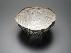 So, Jin-Sook (Korean, born 1950). Floral Form, 2000. Steel mesh and thread with painted and electroplated gold and silver decoration, 3 x 4 3/8 in.  (7.6 x 11.1 cm). Brooklyn Museum, Anonymous gift in honor of Amy G. Poster, 2001.49.3. © artist or artist's estate