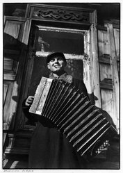 """Margaret Bourke-White (American, 1904-1971). Accordian Player from """"Russian Photographs,"""" ca. 1930-1931. Gelatin silver photograph, image/sheet: 9 1/4 x 13 in. (23.5 x 33 cm). Brooklyn Museum, Gift of Samuel Goldberg in memory of his parents, Sophie and Jacob Goldberg, and his brother, Hyman Goldberg, 79.299.5. © artist or artist's estate"""