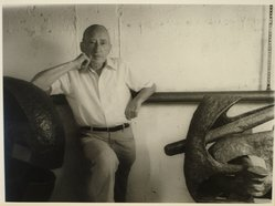 Lenore Seroka (American, born 1935). Seymour Lipton, 1981. Gelatin silver photograph, sheet: 11 x 14 in. (27.8 x 34 cm). Brooklyn Museum, Gift of the artist, 85.63.16. © Lenore Seroka