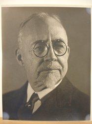 Herman de Wetter (American, born Estonia, 1880-1950). Portrait of Man in Glasses. Gelatin silver photograph, 10 x 8 in. (25.4 x 20.3 cm). Brooklyn Museum, Brooklyn Museum Collection, X894.107. © artist or artist's estate
